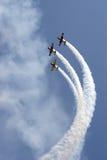 ο σχηματισμός 52 αεροπλάνων αέρα ρουμανικά εμφανίζει yak Στοκ Εικόνες