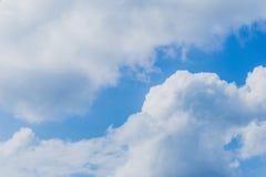 Ο σωρείτης υποβάθρου καλύπτει τον ουρανό Στοκ φωτογραφία με δικαίωμα ελεύθερης χρήσης