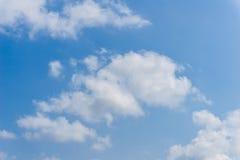Ο σωρείτης υποβάθρου καλύπτει τον ουρανό Στοκ Εικόνες