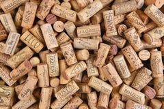 Ο σωρός του συγκεκριμένου κρασιού εμπορικών σημάτων βουλώνει Στοκ Εικόνες