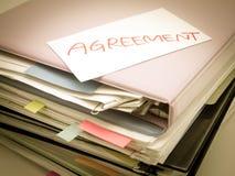 Ο σωρός των επιχειρησιακών εγγράφων  Συμφωνία Στοκ εικόνα με δικαίωμα ελεύθερης χρήσης