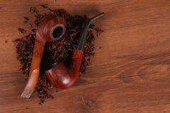 Ο σωλήνας Tabacco στο ξύλο ανθυγειινό στοκ φωτογραφία με δικαίωμα ελεύθερης χρήσης