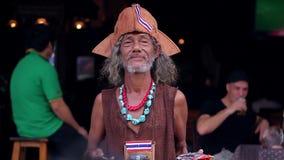 Ο σόουμαν διασκεδάζει τους τουρίστες απόθεμα βίντεο