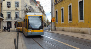 Ο σύγχρονος αριθμός 15 τραμ της Λισσαβώνας στο Βηθλεέμ Στοκ εικόνα με δικαίωμα ελεύθερης χρήσης