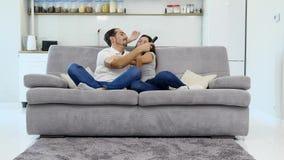 Ο σύζυγος και η σύζυγος έχουν τη διασκέδαση φιλμ μικρού μήκους