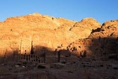 Ο τάφος δοχείων στη Petra στο ηλιοβασίλεμα, Ιορδανία Στοκ εικόνα με δικαίωμα ελεύθερης χρήσης
