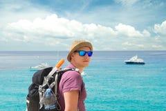 Ο ταξιδιώτης με κολυμπά με αναπνευτήρα Στοκ εικόνες με δικαίωμα ελεύθερης χρήσης
