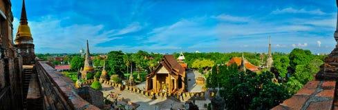 Ο ταϊλανδικός ναός στο πανόραμα Στοκ Φωτογραφία
