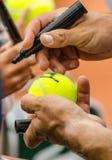 Ο τενίστας υπογράφει το αυτόγραφο μετά από κερδίζει Στοκ Εικόνες