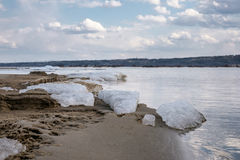 Ο τελευταίος πάγος στον ποταμό Στοκ Εικόνα