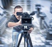 Ο τηλεοπτικός χειριστής καταγράφει το βίντεο στοκ φωτογραφία με δικαίωμα ελεύθερης χρήσης