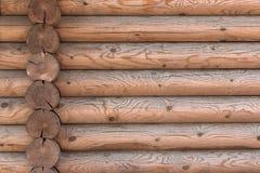 Ο τοίχος ενός ξύλινου σπιτιού από βαθμολογημένος στοκ εικόνα με δικαίωμα ελεύθερης χρήσης