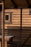Ο τοίχος ενός ξύλινου σπιτιού από βαθμολογημένος στοκ φωτογραφίες με δικαίωμα ελεύθερης χρήσης