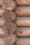 Ο τοίχος ενός ξύλινου σπιτιού από βαθμολογημένος στοκ φωτογραφία