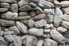 Ο τοίχος της φυσικής πέτρας Στοκ εικόνες με δικαίωμα ελεύθερης χρήσης