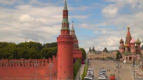 Ο τοίχος του Κρεμλίνου και ο ναός του βασιλικού ευλογημένη φιλμ μικρού μήκους