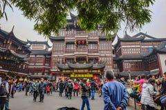 Ο τουρίστας έρχεται στον κήπο Yuyuan στις διακοπές, πόλη Κίνα της Σαγγάης στοκ εικόνες