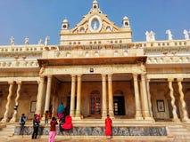 Ο τουρίστας απολαμβάνει μπροστά από το ναό Shahji στοκ φωτογραφίες με δικαίωμα ελεύθερης χρήσης
