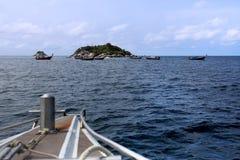 Ο τουρίστας απόκλισε επί κολυμπώντας με αναπνευτήρα του τόπου, νησί Hinson, Tarutao Στοκ φωτογραφίες με δικαίωμα ελεύθερης χρήσης