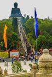 Ο τουρίστας επισκέφτηκε το γιγαντιαίο άγαλμα Tian Tan Βούδας στην αιχμή του βουνού Po Lin στο μοναστήρι στο νησί Lantau, Χονγκ Κο Στοκ Φωτογραφία
