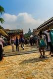 Ο τουρίστας επισκέφτηκε το γιγαντιαίο άγαλμα Tian Tan Βούδας στην αιχμή του βουνού Po Lin στο μοναστήρι στο νησί Lantau, Χονγκ Κο Στοκ εικόνες με δικαίωμα ελεύθερης χρήσης