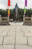 Ο τουρίστας επισκέφτηκε το γιγαντιαίο άγαλμα Tian Tan Βούδας στην αιχμή του βουνού Po Lin στο μοναστήρι στο νησί Lantau, Χονγκ Κο Στοκ Εικόνα
