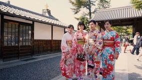 Ο τουρίστας παίρνει την εικόνα των ιαπωνικών γυναικών απόθεμα βίντεο