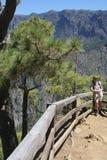 Ο τουρίστας Caldera Λα στο εθνικό πάρκο στο Λα Palma, Ισπανία νησιών Στοκ Εικόνες
