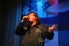 Ο τραγουδιστής και ο συνθέτης Igor Kornelyuk - η απόδοση στο στάδιο του παλατιού του πολιτισμού και της επιστήμης που ονομάζονται Στοκ Εικόνα