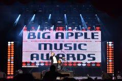 Ο τραγουδιστής Rodion Gazmanov που αποδίδει στη σκηνή κατά τη διάρκεια της μεγάλης μουσικής της Apple απονέμει τη συναυλία του 20 Στοκ Φωτογραφίες