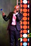 Ο τραγουδιστής Willi William που δέχεται το βραβείο στη σκηνή κατά τη διάρκεια της μεγάλης μουσικής της Apple απονέμει τη συναυλί στοκ εικόνες με δικαίωμα ελεύθερης χρήσης