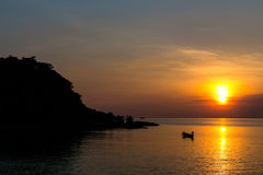 ο τρισδιάστατος ωκεανός δίνει το ηλιοβασίλεμα στοκ εικόνες