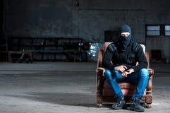 Ο τρομοκράτης με το πυροβόλο όπλο Στοκ Φωτογραφίες
