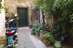 Είσοδος Collioure σπιτιών Στοκ φωτογραφία με δικαίωμα ελεύθερης χρήσης