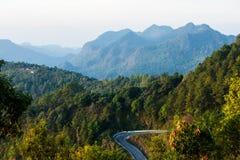 Ο τρόπος και το βουνό Doi Angkhang στο χρόνο ανατολής, Chiang Mai Στοκ εικόνα με δικαίωμα ελεύθερης χρήσης