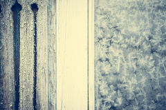 Ο τρύγος που τονίστηκε πάγωσε το αγροτικό παράθυρο ως υπόβαθρο Χριστουγέννων με το διάστημα αντιγράφων Στοκ Φωτογραφίες