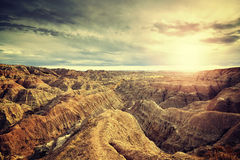 Ο τρύγος τόνισε το φυσικό ηλιοβασίλεμα πέρα από το εθνικό πάρκο Badlands στοκ φωτογραφία με δικαίωμα ελεύθερης χρήσης