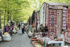Ο τσιγγάνος Bazaar βρίσκεται όχι μακριά από το κάστρο Pelesh σε Sinaia στη Ρουμανία στοκ φωτογραφία με δικαίωμα ελεύθερης χρήσης