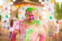 Ο τύπος γιορτάζει το φεστιβάλ holi Στοκ Εικόνα