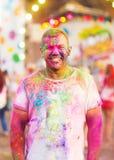 Ο τύπος γιορτάζει το φεστιβάλ holi Στοκ φωτογραφία με δικαίωμα ελεύθερης χρήσης