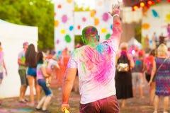 Ο τύπος γιορτάζει το φεστιβάλ holi Στοκ φωτογραφίες με δικαίωμα ελεύθερης χρήσης