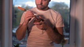 Ο τύπος σπιτιών κάνει την αποκατάσταση των αντικών του φιλμ μικρού μήκους