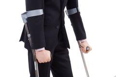 Ο τύπος στα δεκανίκια Στοκ φωτογραφία με δικαίωμα ελεύθερης χρήσης