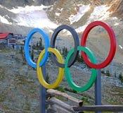 Ολυμπιακά δαχτυλίδια στο συριστήρα Στοκ εικόνες με δικαίωμα ελεύθερης χρήσης
