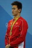 Ολυμπιακός ήλιος Yang πρωτοπόρων της Κίνας κατά τη διάρκεια της τελετής μεταλλίων μετά από την ελεύθερη κολύμβηση ατόμων ` s 200m Στοκ φωτογραφία με δικαίωμα ελεύθερης χρήσης