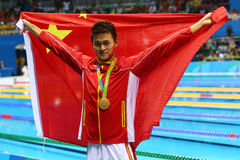 Ολυμπιακός ήλιος Yang πρωτοπόρων της Κίνας κατά τη διάρκεια της τελετής μεταλλίων μετά από την ελεύθερη κολύμβηση ατόμων ` s 200m Στοκ Φωτογραφία