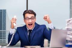 Ο 0 υπάλληλος τηλεφωνικών κέντρων που φωνάζει στον πελάτη Στοκ εικόνες με δικαίωμα ελεύθερης χρήσης