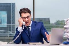 Ο 0 υπάλληλος τηλεφωνικών κέντρων που φωνάζει στον πελάτη Στοκ Φωτογραφίες