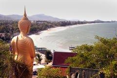 Ο υπαίθριος μόνιμος Βούδας στο ναό Kho Tao κοντά στην παραλία Khao Tao, θόριο Στοκ Εικόνες