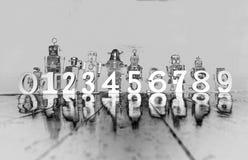 Ο υπολογισμός των αναδρομικών ρομπότ 0 έως 9 μονοχρωματικός στοκ φωτογραφίες